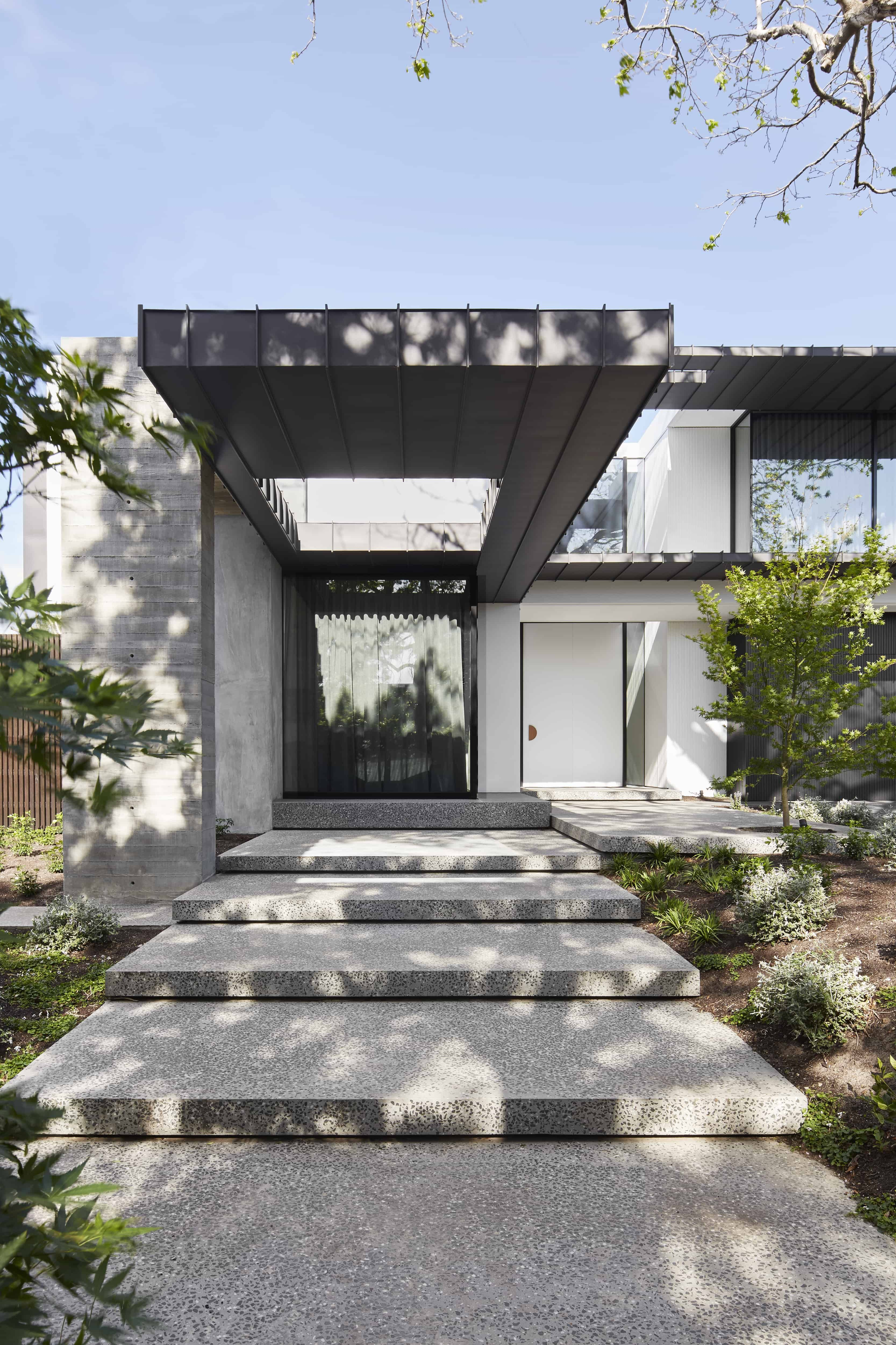 Moderne Nadstresnice Project 350 By Mckimm A Modern Residential Family Home In