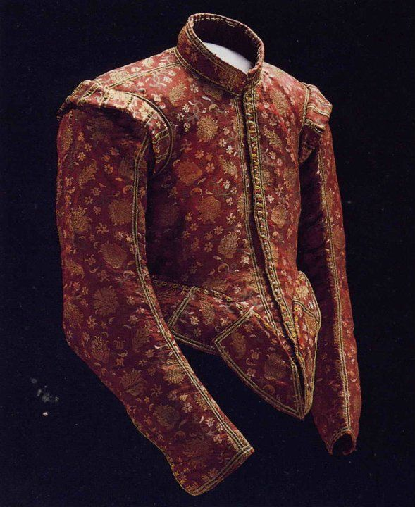 Extremely nice doublet, unknown provenance but must be rather early 17th century. Notice the waist and the long row of holes for tying the breeches with points and laces.
