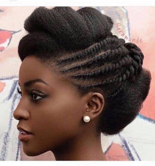 Afros  Des tresses africaines sur un chignon coque
