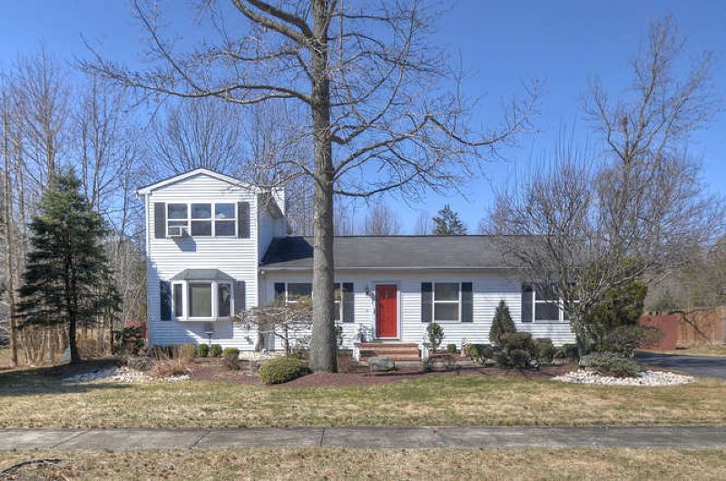 70 Johnson Ln Jackson Nj 08527 For Sale Re Max Real Estate House Hunting Home Values
