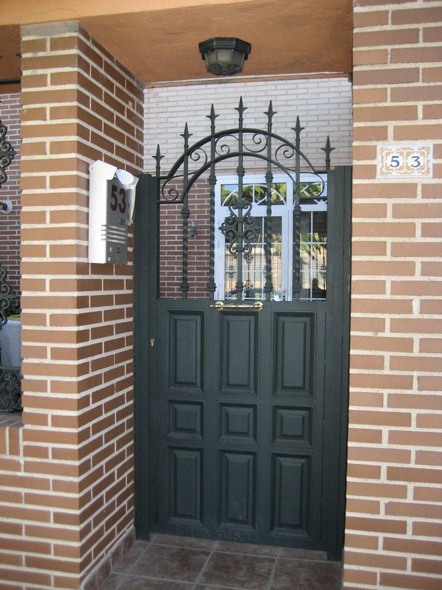 Puertas metalicas exteriores armario pinterest for Modelos de puertas metalicas para entrada principal