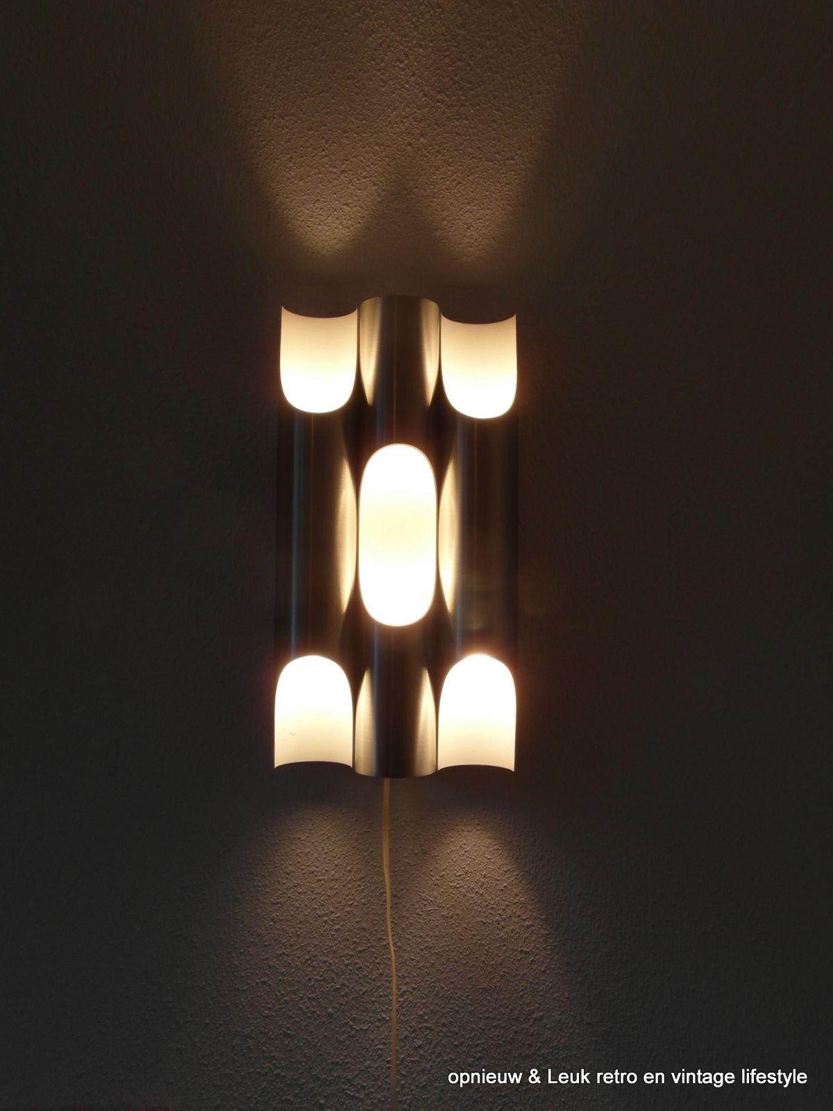 De mooie verlichting op de muur van Raak, de Fuga chroom met 6 ...