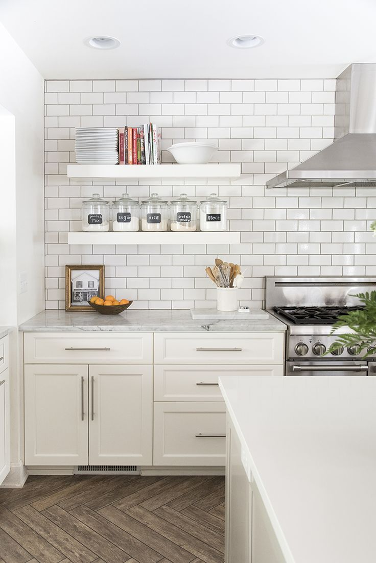 A Bright White Family-Friendly Kitchen | Regal küche, Die küche und ...