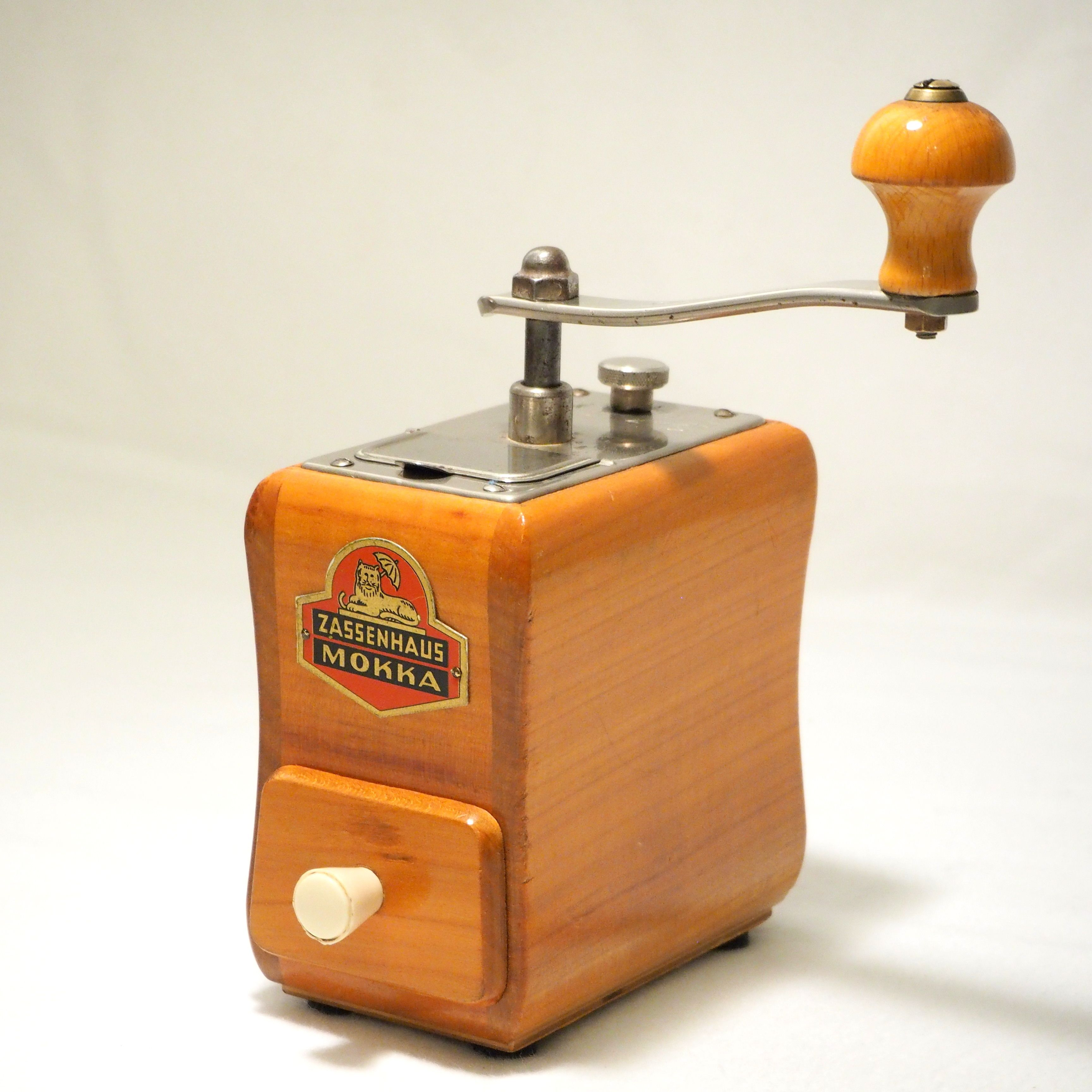 Vintage German Coffee Grinders Zassenhaus 496 With Red Metal Logo Rare In Such Good Condition Nice Cherry Wood