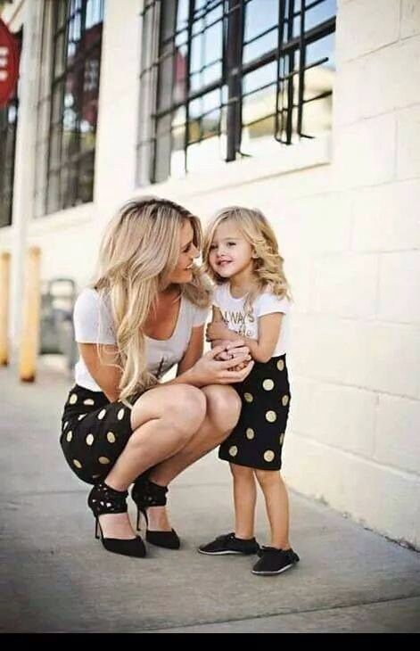 Such cute mum and daughter outfits