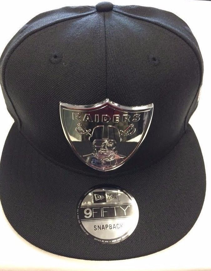 watch 7f833 df023 OAKLAND RAIDERS CAP OAKLAND RAIDERS METAL BADGE SILVER ...