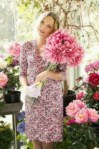 Flowers & her.. ✿⊱╮