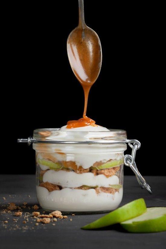 caramel apple cheesecake parfait / designlovefest.