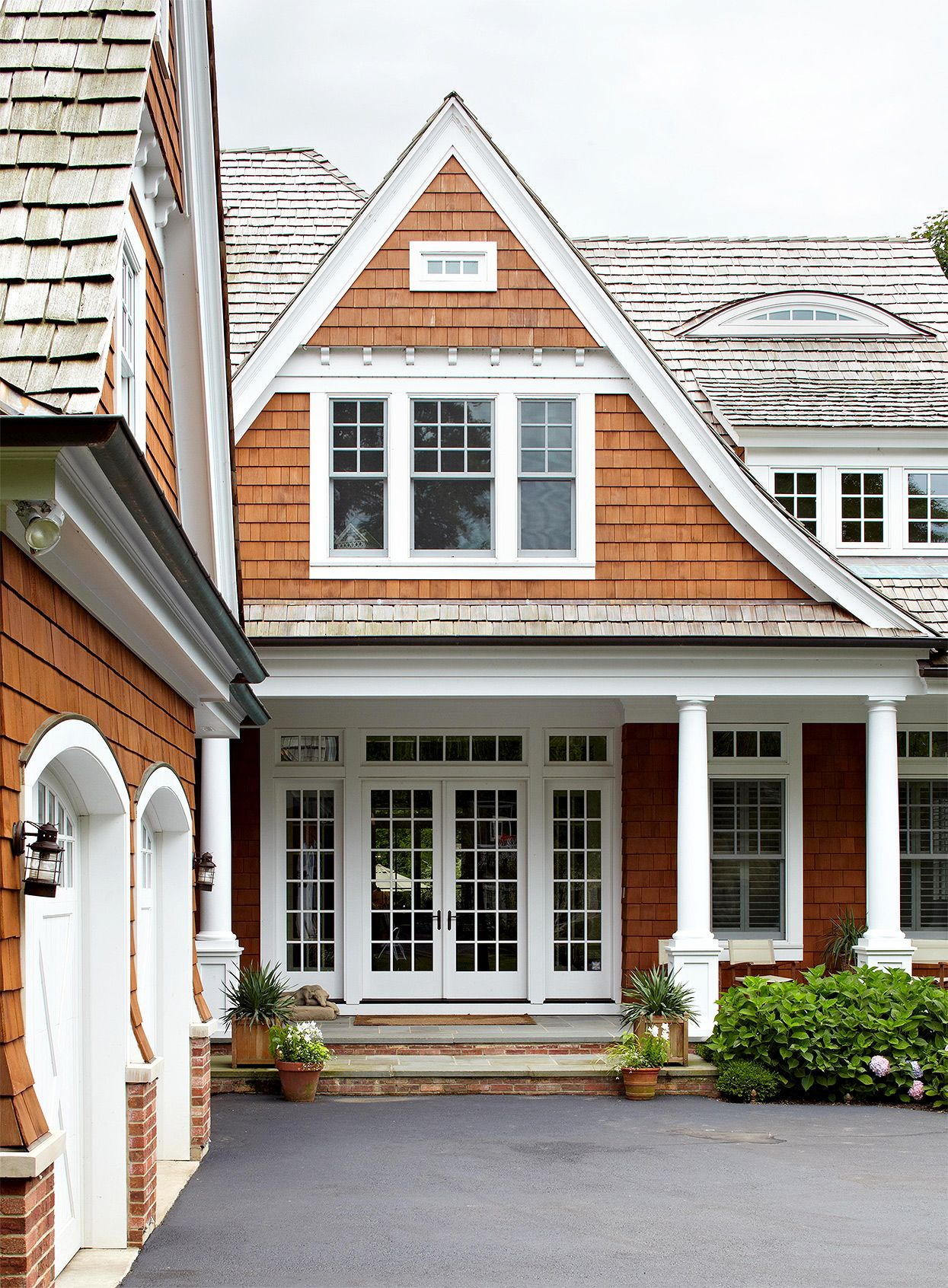Wood Siding Shakes And Shingles In 2020 Best Exterior House Paint House Exterior House Siding Options
