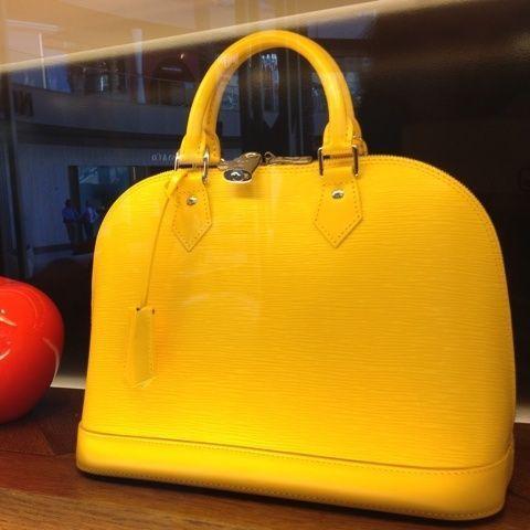 cheapwholesalehub.com  replica designer handbags outlet, discount designer bags for sale.discount designer handbags outlet, fashion lv bags for sale.