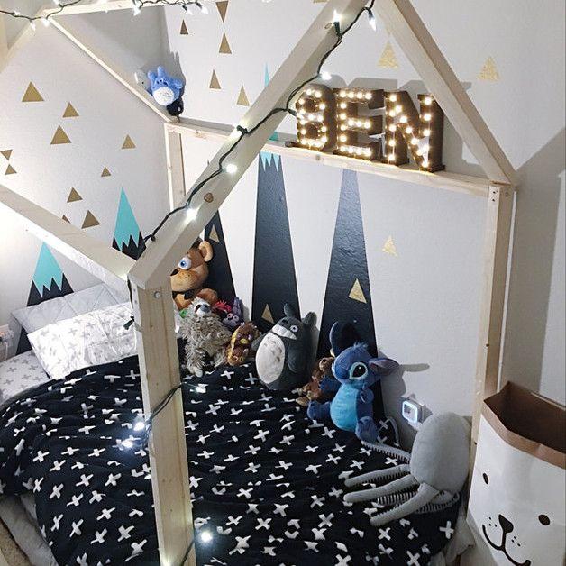 Geometrische Dekoration Kinderzimmer. Berg als erste