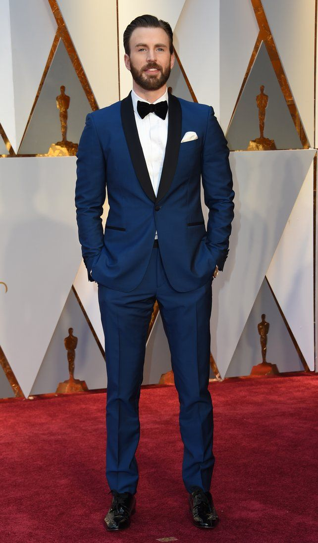 59b2c42a3eb54 Chris Evans stands out in a beautiful blue tux | Oscars 2017 in 2019 ...