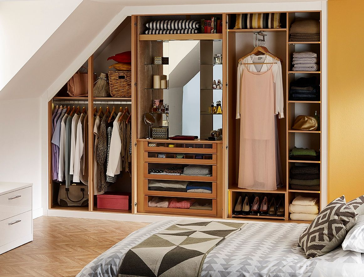 Clever wardrobe storage with a glamour cabinet for all beauty essentials!