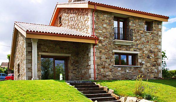 Hermosas fachadas de casas con piedras 1 house for Casas campestres rusticas