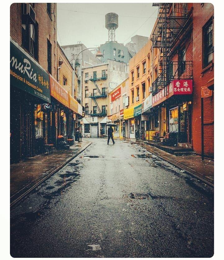 From the streets of #NewYork. . . . . . . . . . . . #travelphotography #travelholic #travelers #nyc #america #explorepage #landscape_lover #landscape_captures #ig_captures #ig_captures_nature #beautifuldestinations #wonderful_worldshots #wonderful_places #ig_photooftheday #nakedplanet #world_captures #himalaya #ig_photooftheday #travel #travelblogger #letsgoeverywhere #travelandleisure #thisweekoninstagram #passionpassport #travelcommunity #sonya7r2 #india #usa #travelisco #travellingtroughthewo