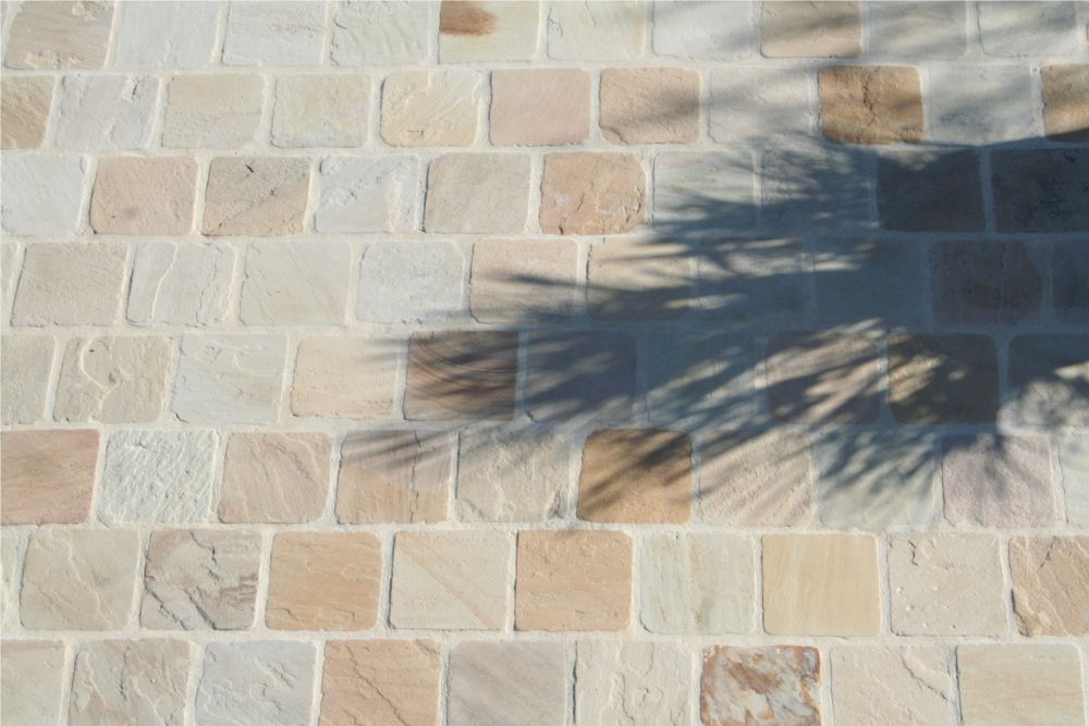 Pav pierre naturelle gr s beige pour all e bordure for Pierre naturelle terrasse exterieur