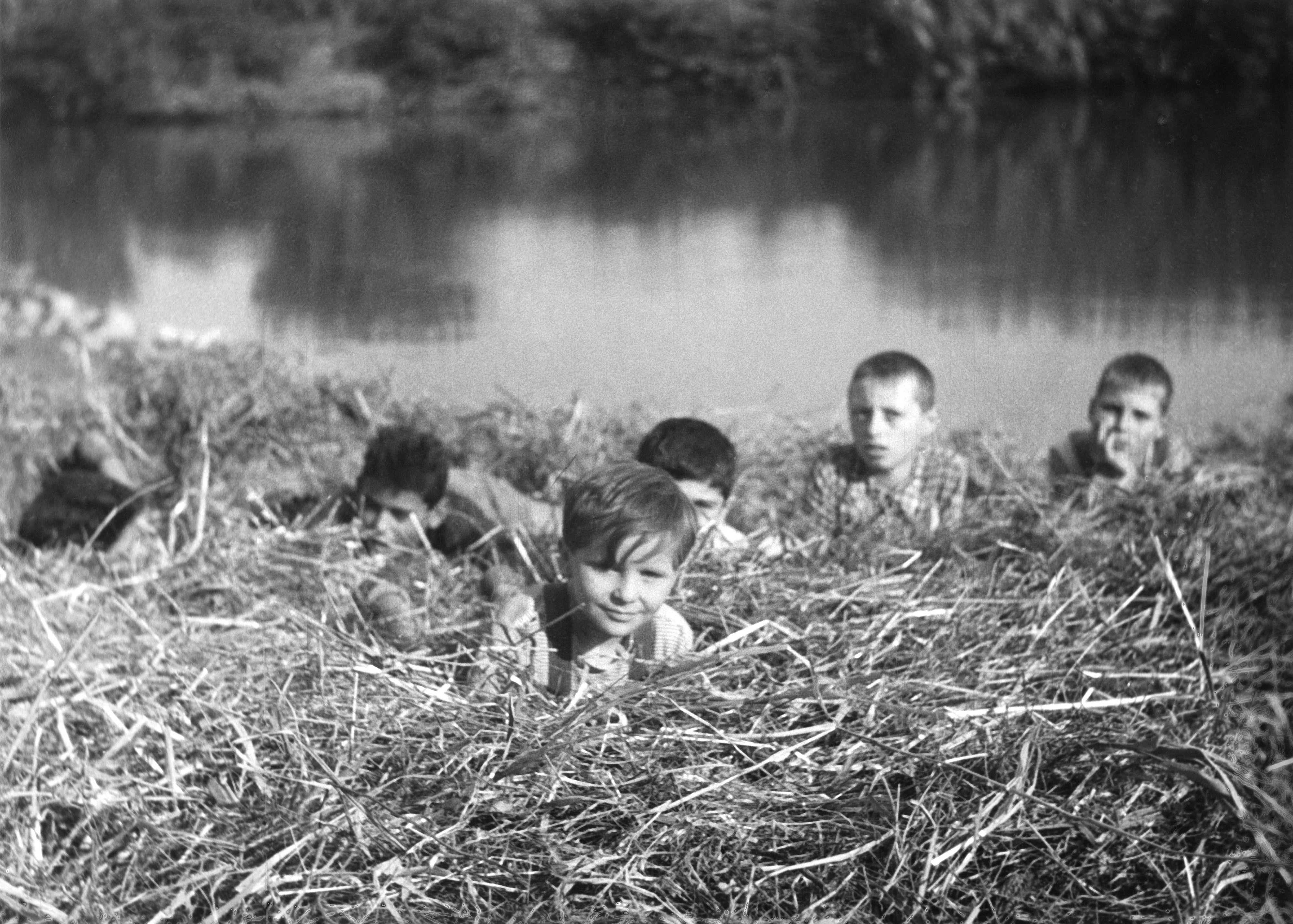 Кадр из фильма «Дети смотрят на нас» (1943)