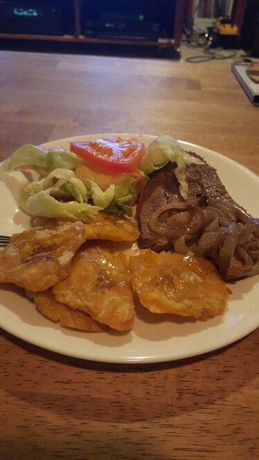 Steak and tostones