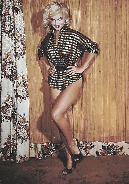 Pin by Elizabeth veladas on ♥ Leggings & nylon & heels ♥