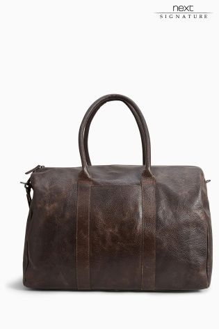 Know a guy that's always on the go?! This brown signature leather holdall is the perfect gift!