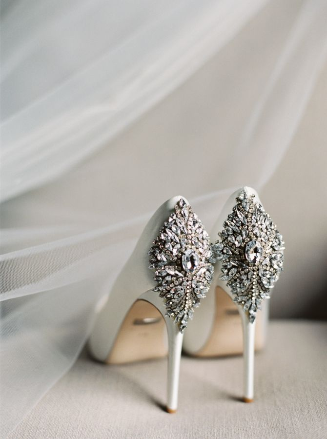 Now these are the kind of bling to wear to your wedding! http://www.stylemepretty.com/2017/01/03/proof-that-you-cant-go-wrong-with-a-black-white-wedding/ Photography: Gianny Campos - http://www.giannycampos.com/