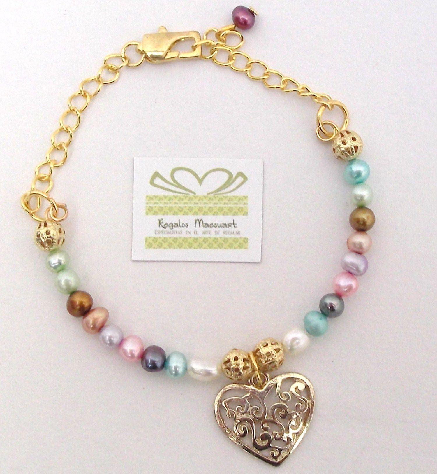 7358481f0fa2 Linda pulsera de perlas de río de colores con dije corazón calado bañado en  oro   14