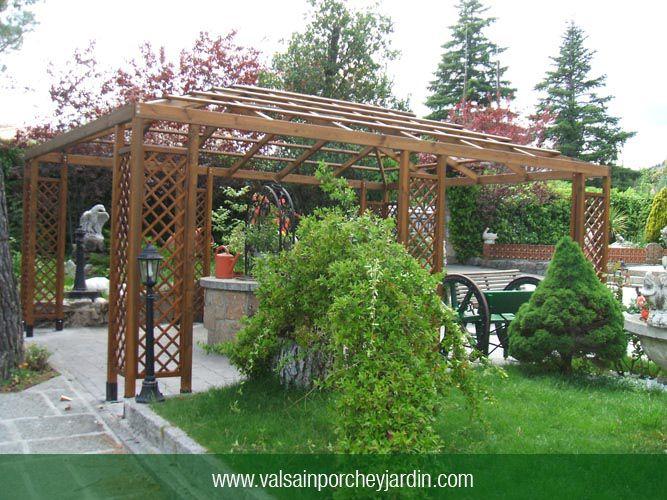 Cenador con celosias y techo para enredaderas jardin for Valsain porche y jardin
