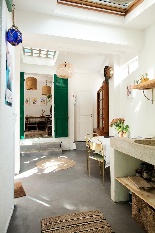 Maison familiale d'après-guerre à Marseille. #thesocialitefamily #lifestylemagazine #interiordesign #house #interiorinspiration #southoffrance #marseille #mediterranee #designinterior #socialitefamily #familyhouse #oldhouse #vintage