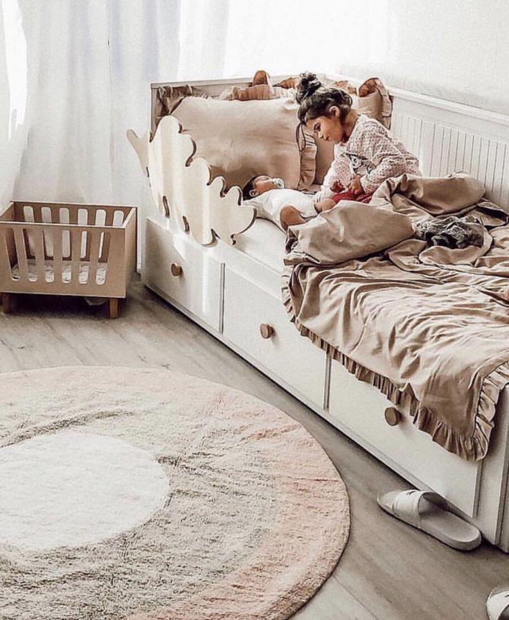 Über das Kinderbett zum Familienbett   – Kinderzimmer: Teppich, Vorhänge und Gardinen