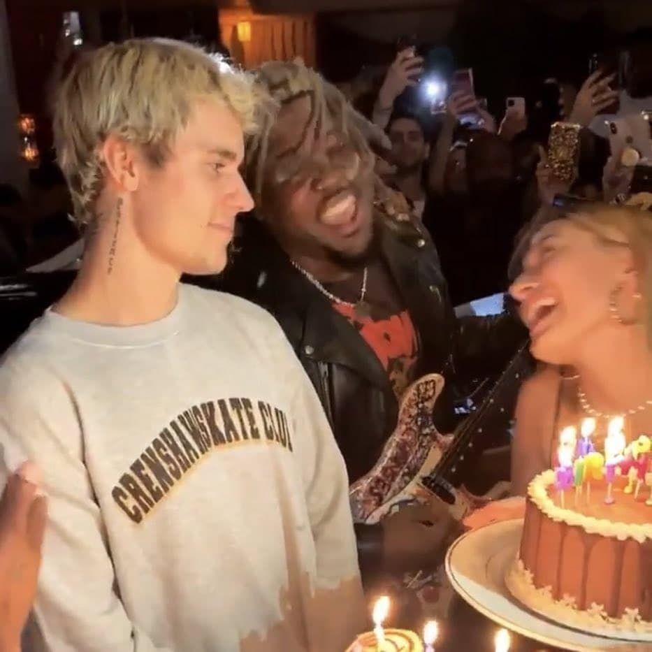 هايلي بيبر بالعربي Sto Instagram نظرات جاستن لهايلي و هي تغني له هابي بيرثداي I Love Justin Bieber Love Justin Bieber Justin Bieber Pictures