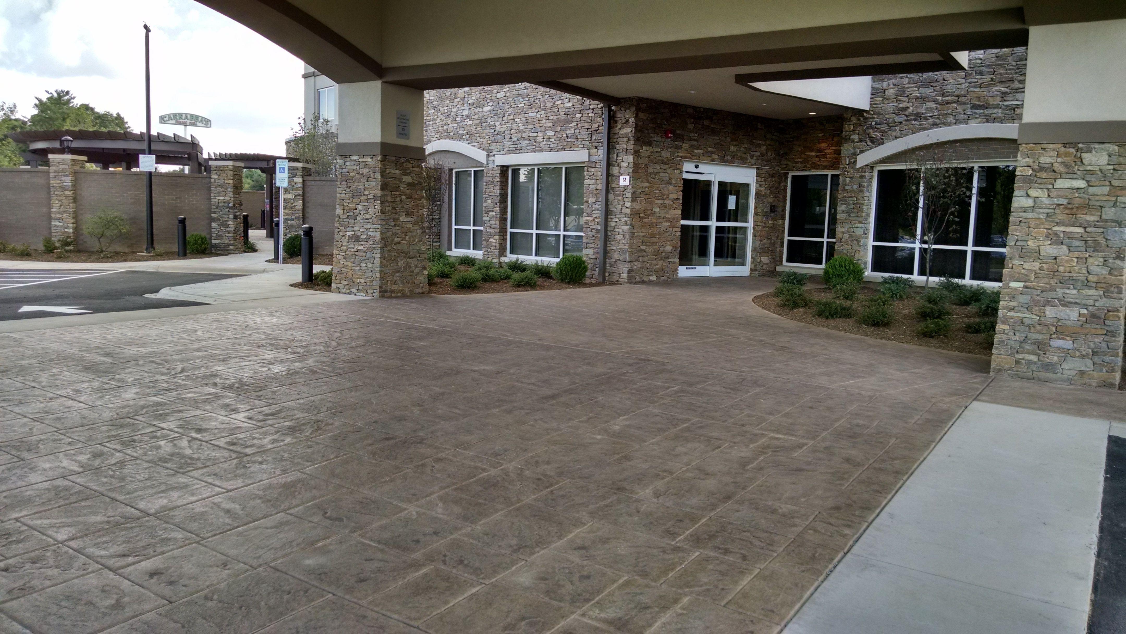 Carolina Bomanite Used The Bomanite Bomacron English Sidewalk Slate Pattern And Bomacron Slate Texture To Create A Decorative Co Entryway Patios Concrete Decor