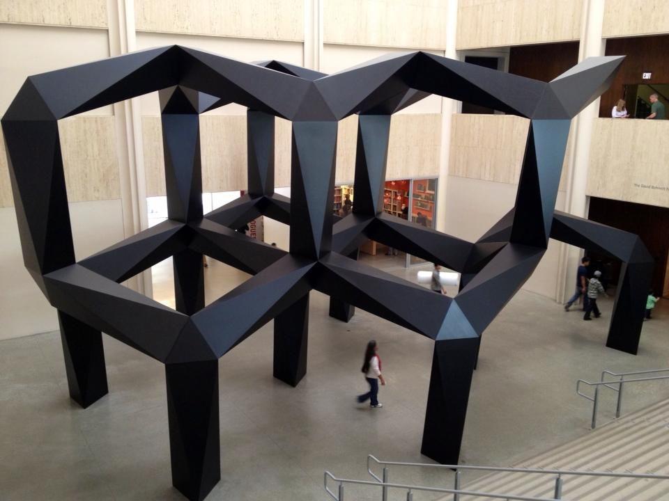 En el museo LACMA de arte contemporáneo de Los Angeles    En el hall uno de los edifícios del museo...  Miren las dimensiones del lugar!