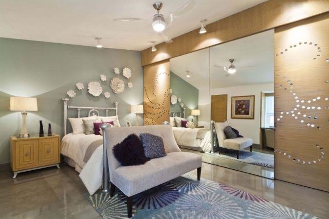 Spiegel schlafzimmer ~ Modernes schlafzimmer feminin flair holz kleiderschrank spiegel