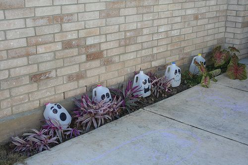 DIY Halloween Decorations - Milk jug ghosts, DIY Halloween and - halloween milk jug decorations