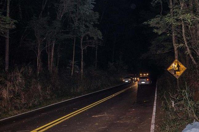 Homem é preso por embriaguez ao volante após causar acidente -     A Polícia Militar registrou um acidente de trânsito na noite de domingo, 05, na rodovia Alcides Soares, perto de Vitoriana. A colisão envolveu dois veículos, Um Fiat Uno e VW Gol.  Em patrulhamento pelo Distrito de Vitoriana, os policiais CB PM Sidinilson SD PM Dionísio, se - http://acontecebotucatu.com.br/policia/homem-e-preso-por-embriaguez-ao-volante-apos-causar-acidente/