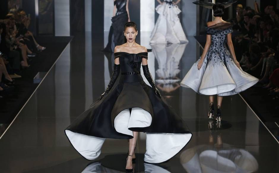 Ralph and Russo Couture #VaultCoutureStyle #Ralph&Russo #Catwalk http://blog.vaultcouture.com/post/ralph--russo-couture.html