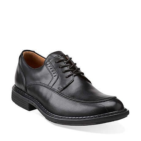 unrage in black leather  mens shoes from clarks  oxford