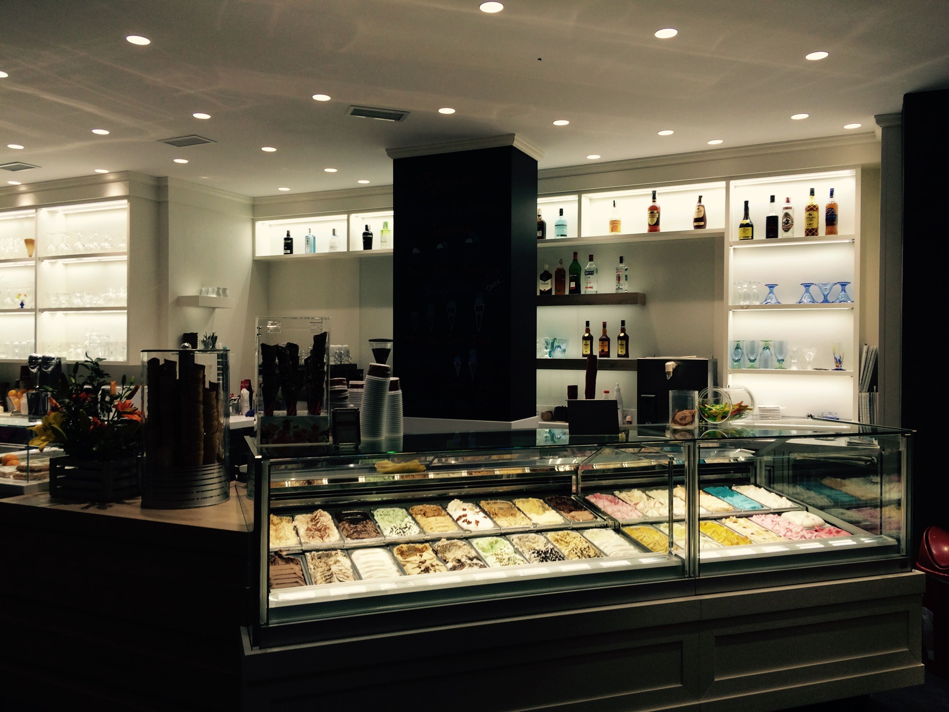 Arredamento Gelateria ~ An elegant atmosphere for this spanish #gelato #shop. #ambience