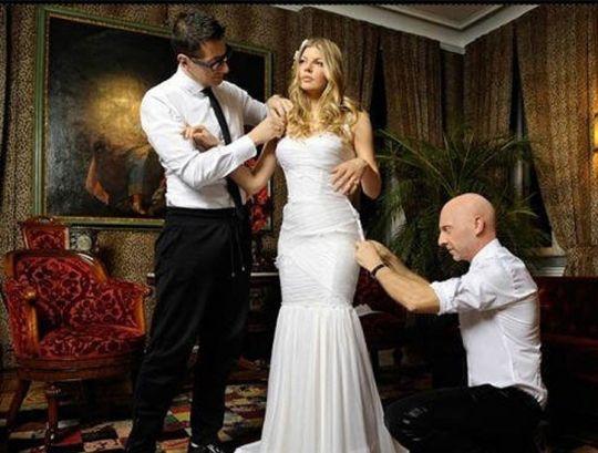 В чем выходят замуж знаменитости?    http://www.domashniy.ru/article/svadba/platya/v_chem__vyhodyat_zamuzh_znamenitosti.html