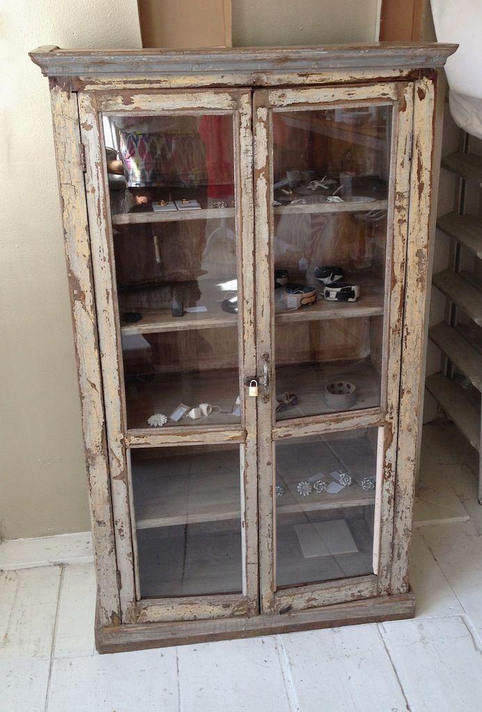 vintage kast, kast, vitrine kast, boeken kast, boekenkast, vitrinekast, antieke kast, antiek kastje, kastje,