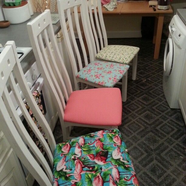 50 Cool And Creative Shabby Chic Dining Rooms: Mix And Match Upcycled Dining Chairs. Shabby Chic!