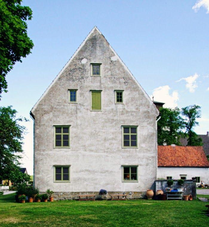Tarja's Snowland: Vamlingbo Prästgård, scandinavian garden interior in Gotland. Old stone houses, garden pots, more pics: http://tarja-snowland.blogspot.fi/2014/07/vamlingbo-prastgard.html