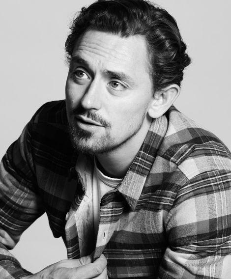 JJ Feild looking like Tom Hiddleston's hotter, older brother (or rather his handsome, otherworldly doppelgänger lol)