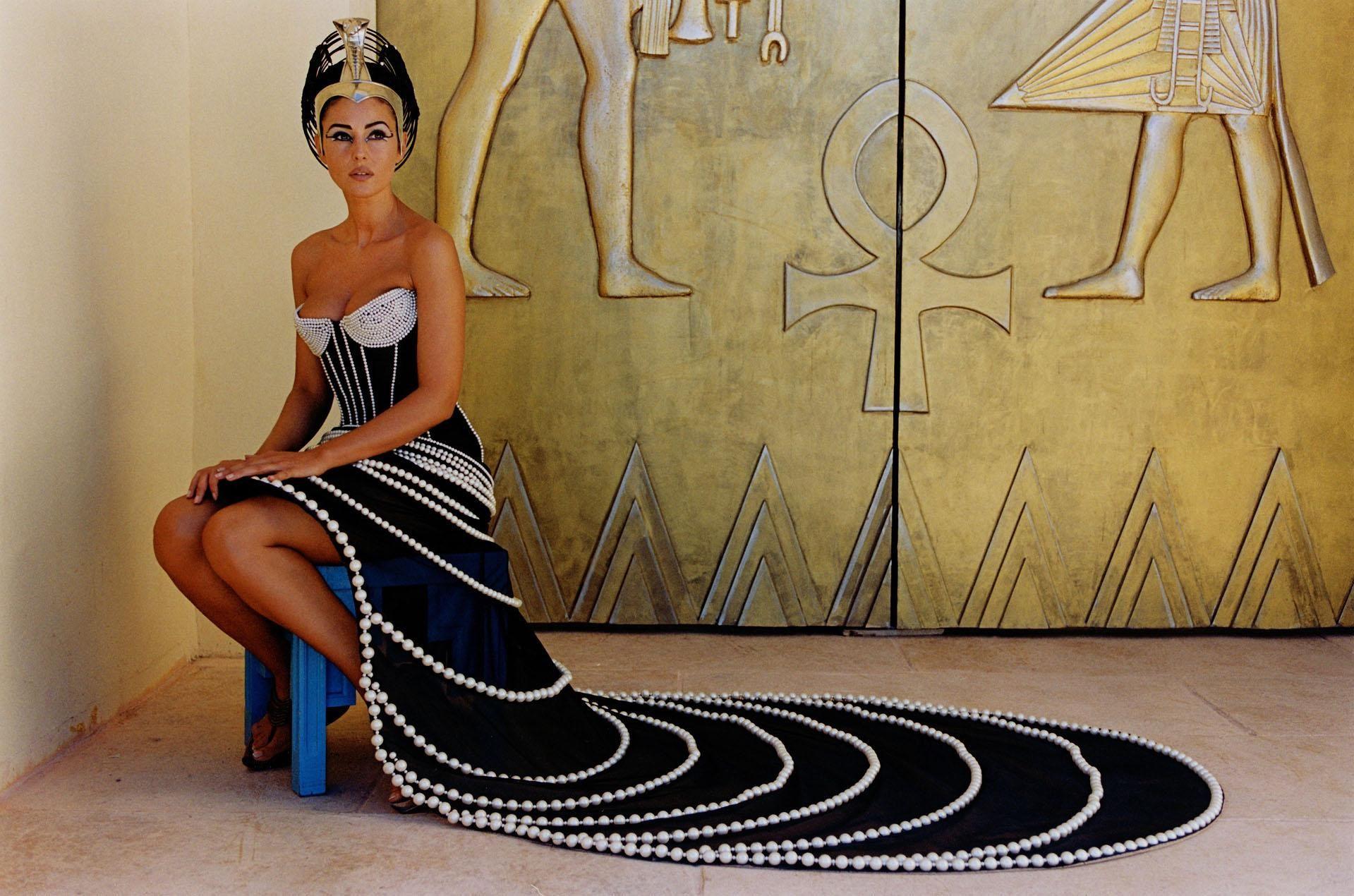 Monica Bellucci In Asterix And Obelix S Izobrazheniyami Kleopatra