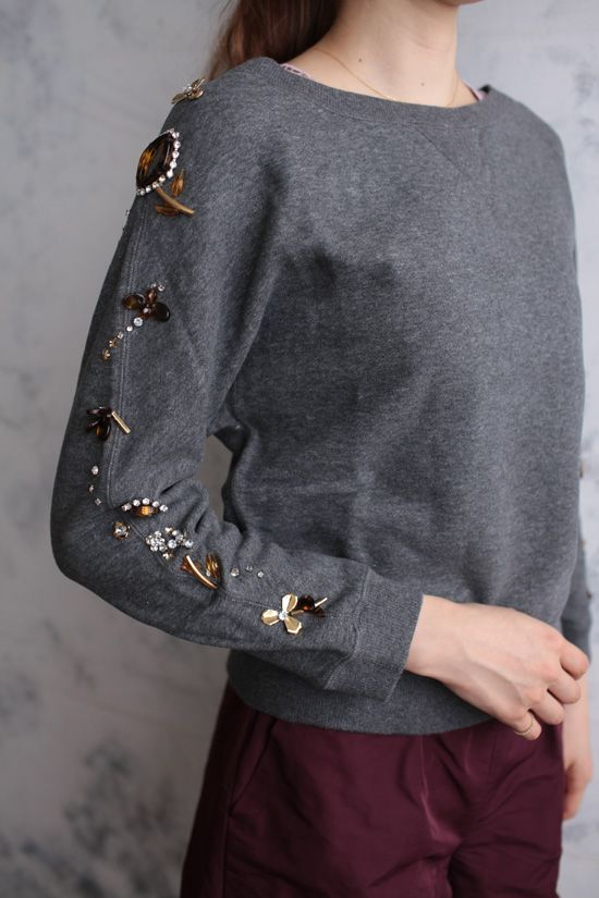べっ甲刺繍裏毛プルオーバー MUVEIL) - and something to consider doing with brooches or beads, oneself