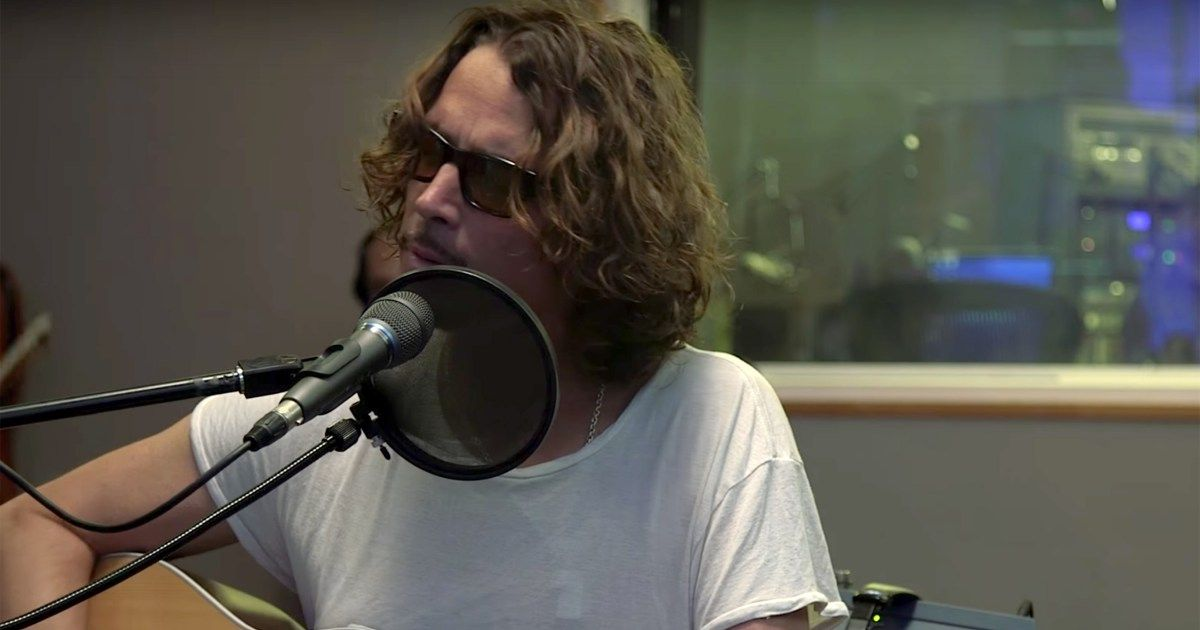 Watch Chris Cornell Cover Prince S Nothing Compares 2 U Chris Cornell Cornell Chris
