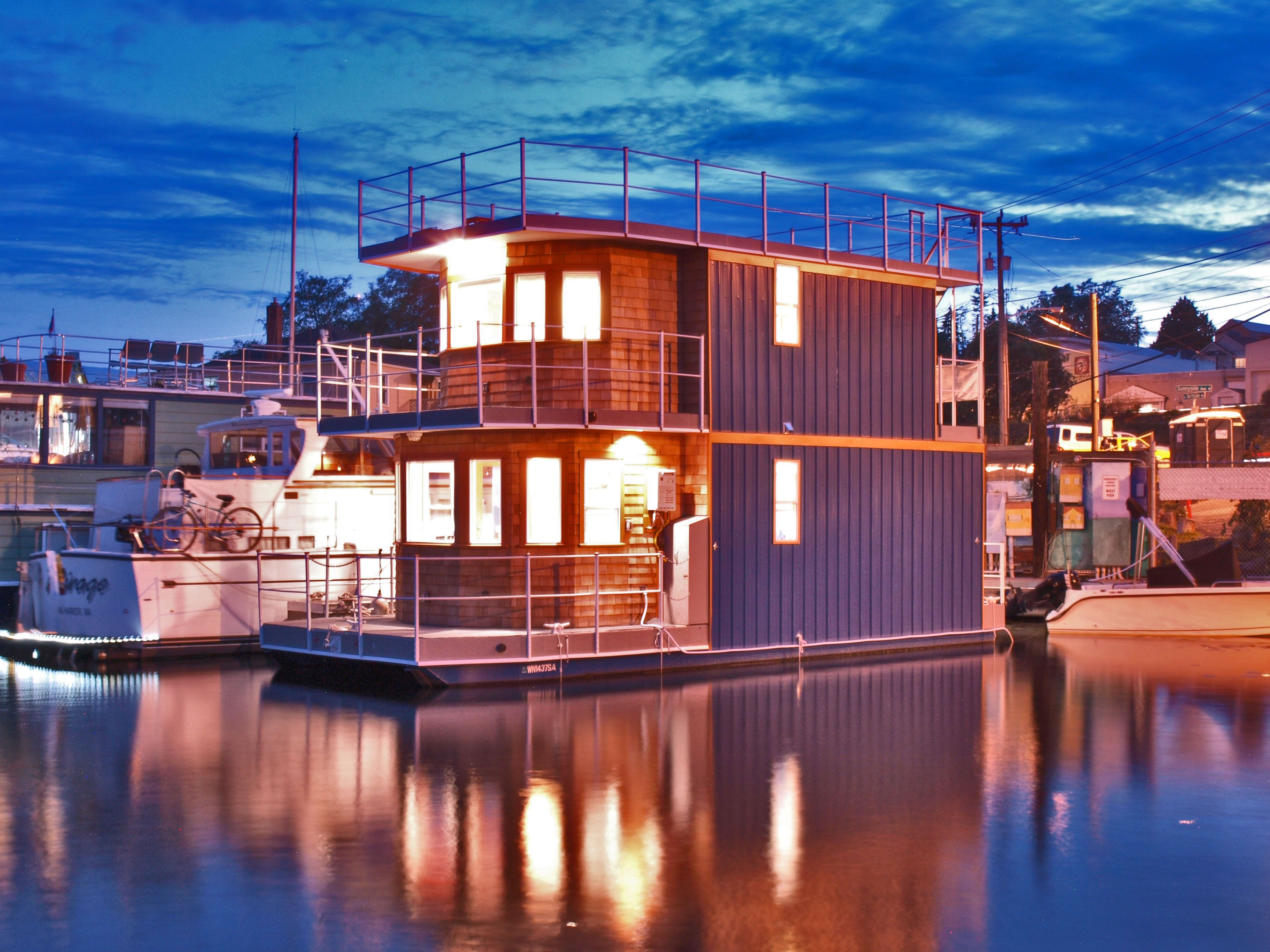 Upscale Seattle Houseboat Excellent Location Lake Union. Spacious Feel High  Ceilings Metal Hull