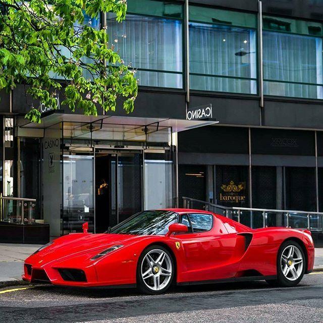 Ferrari Enzo Photo By @xricox ~~~~~~~~~~~~~~~~~~~~~~~~~~~~~~~~~ 0 100 3.6  Seconds Horsepower 660 HP Motor 6L V12 Topspeed 350Km/h Value U20ac1.000.000 ...