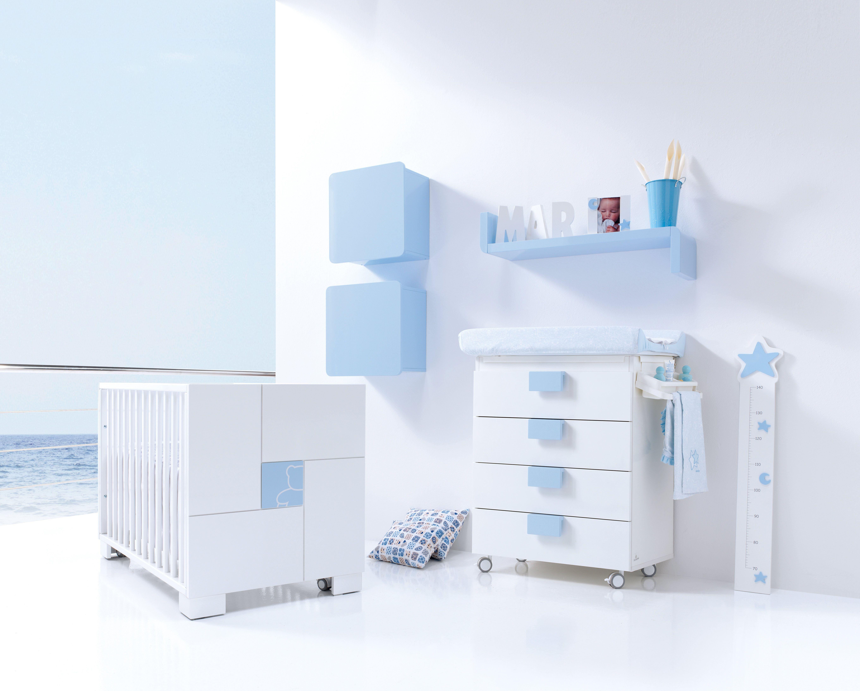Cuna y mueble cambiador de diseño especialmente diseñados para los ...