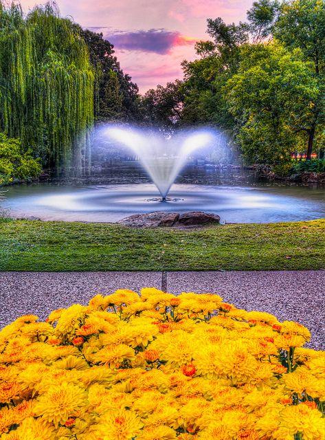 Sunset Down By The Fountain Beautiful Gardens Botanical Gardens